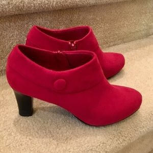 Cute red boots! Red suede! Size 8